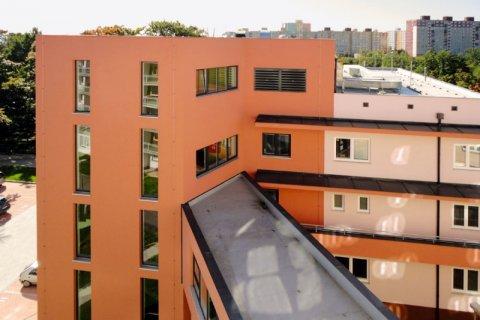 Budova a okolí